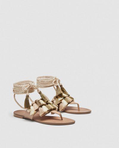 Flat sandals with tassels